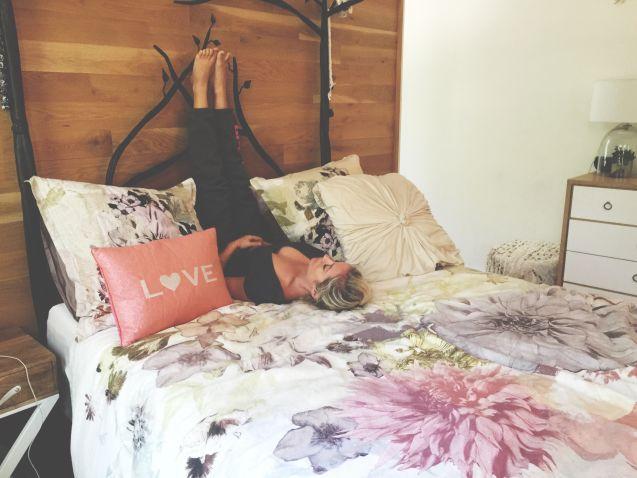 legs up the wall - gerakan yoga sebelum tidur