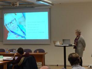 Tiina Johansen är fjärrlärrare, doktorand och mamma till tre fyraspråkiga barn.
