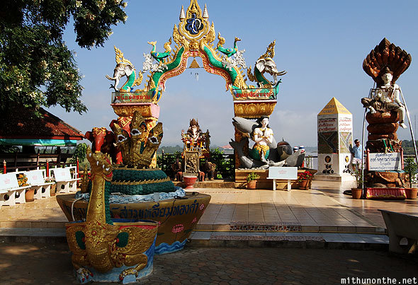 golden-traingle-temple-maesai-chiang-saen-thailand_shdfyj
