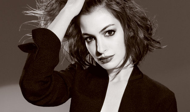 Meow: Anne Hathaway Announced As Catwoman.