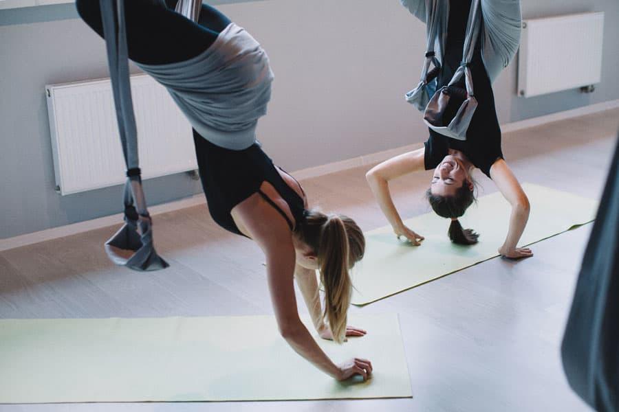 Пробуем: йога в гамаках 3