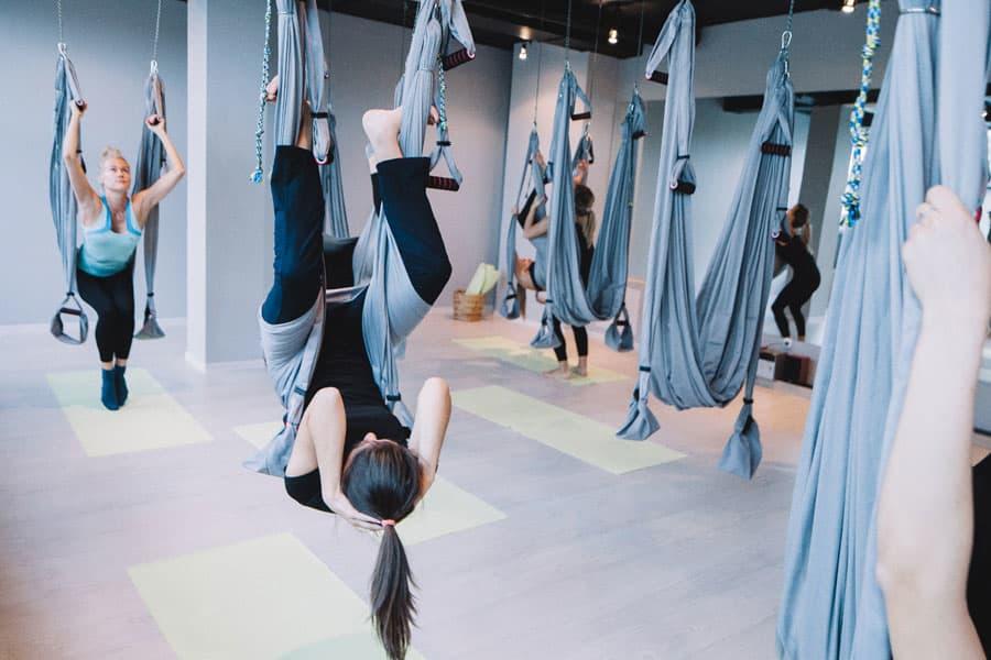 Пробуем: йога в гамаках 4
