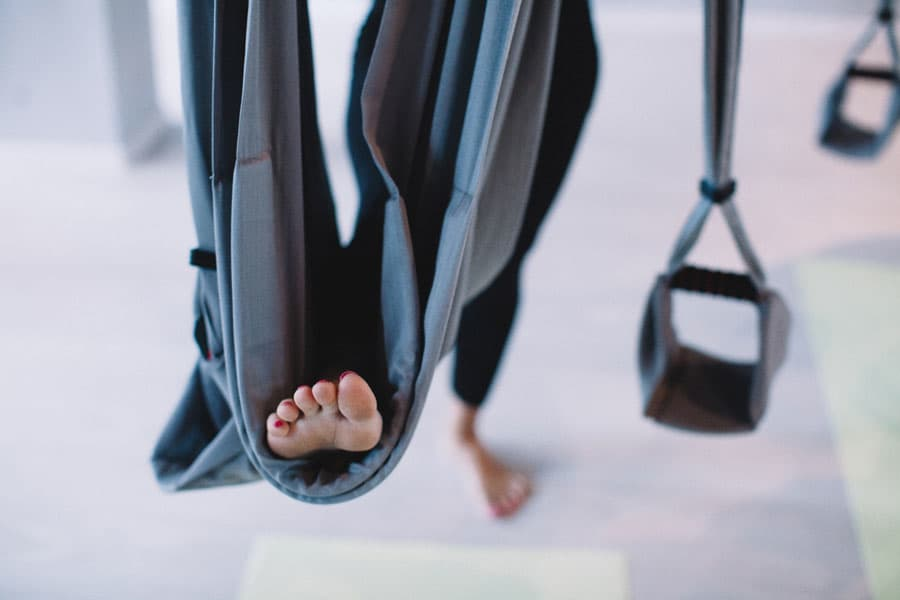 Пробуем: йога в гамаках 5