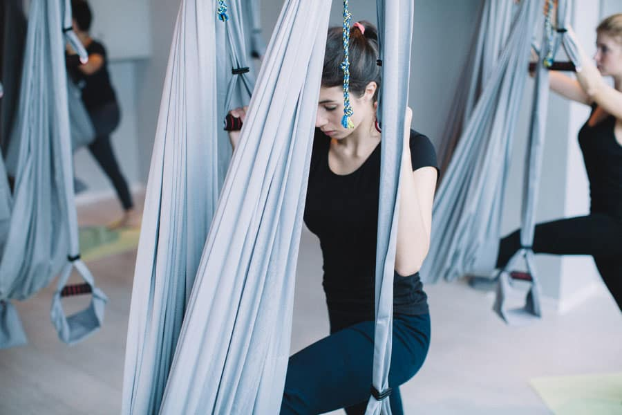Пробуем: йога в гамаках 6