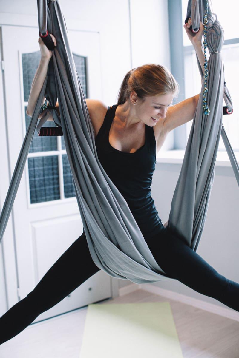 Пробуем: йога в гамаках 7