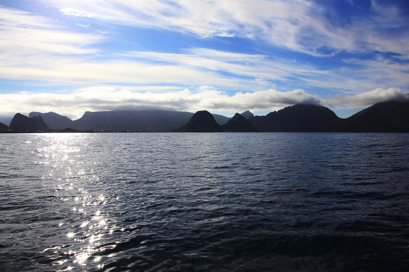 Værøy er det siste imponerende fjellmassivet i Nord-Atlanteren. Verdt et besøk av alle som har tid og vilje.