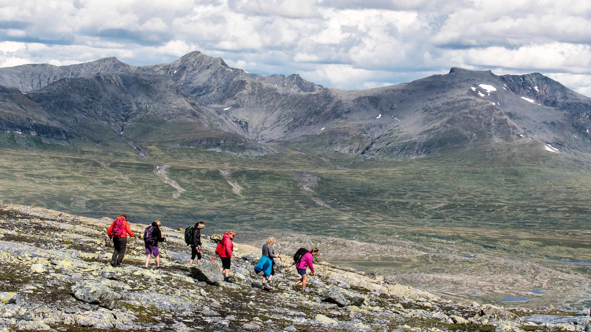 Ny i fjellet eller gammel traver? Denne turkatalogen har noe for en hver. Foto: Geir Horndalen