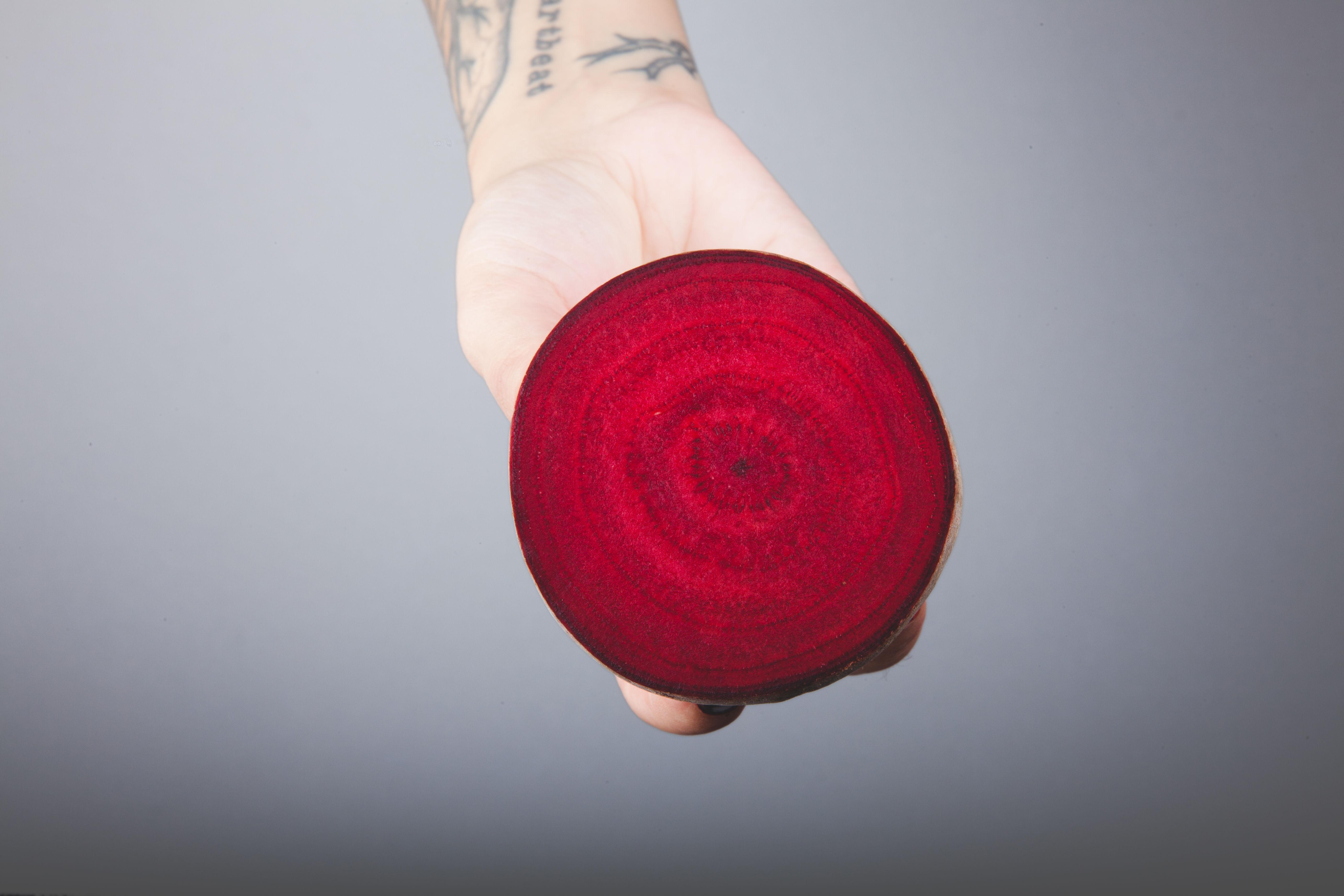 Innsiden av rødbeten likner et kunstverk.