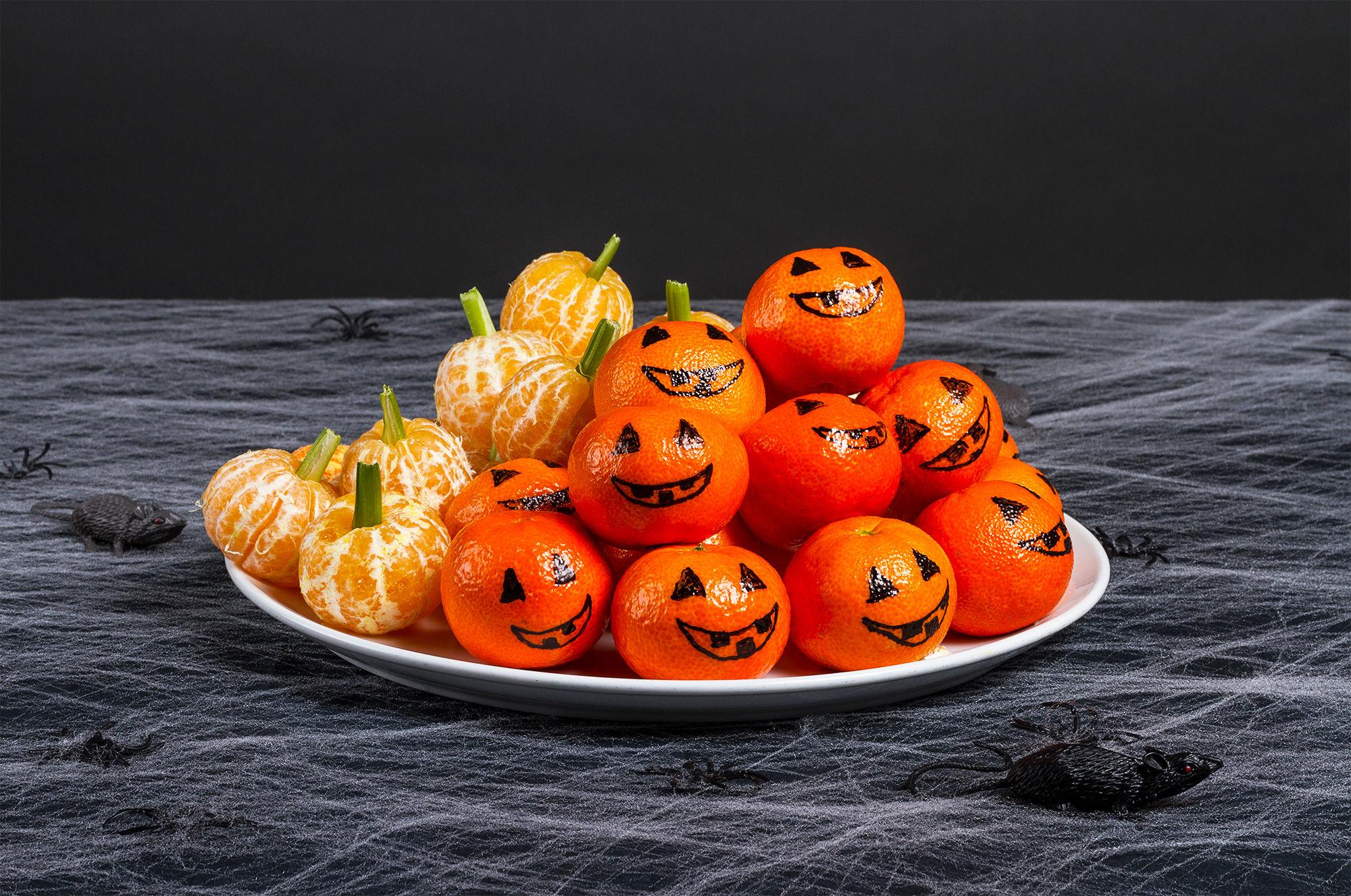 MINIGRESSKAR: Mandariner i riktig form passer perfekt på Halloween-festen.