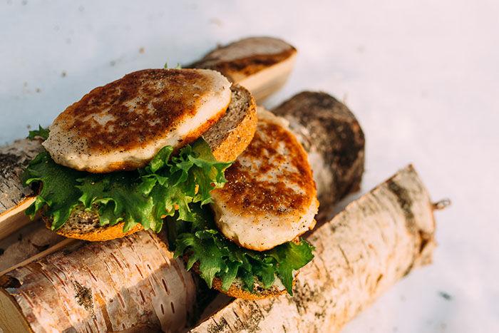 Fiskekaker er perfekt turmat som kan stekes på bålet eller spises kald
