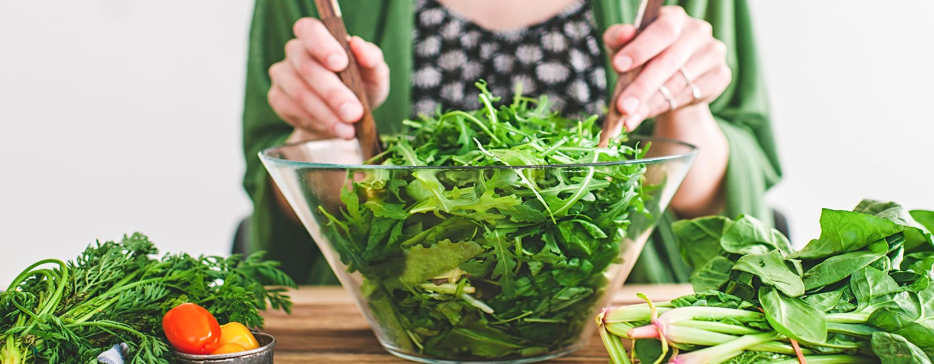 Et alternativ til å kutte opp selv, er å kjøpe poser med ferdig vasket og oppkuttet salat fra BAMA.