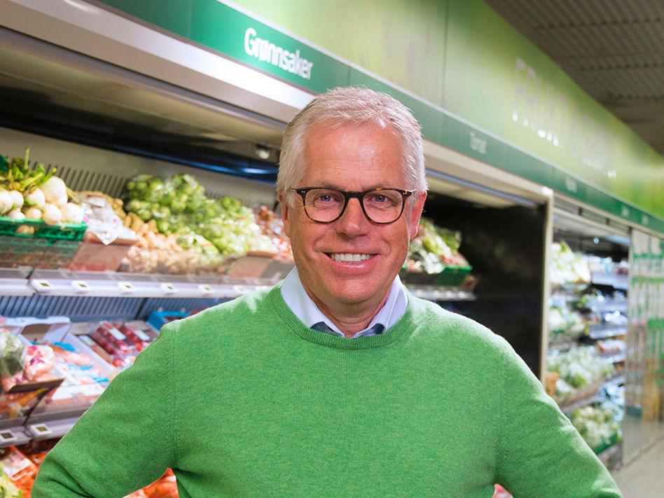 KIWI-sjef Jan Paul Bjørkøy ønsker at kundene skal kaste mindre mat.