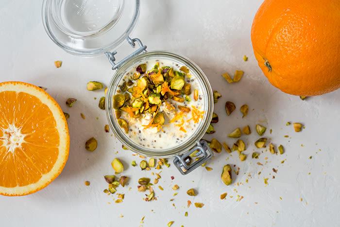 Kjøleskapsgrøt med yoghurt er blant frokostfavorittene til Tine Sundførs familie.