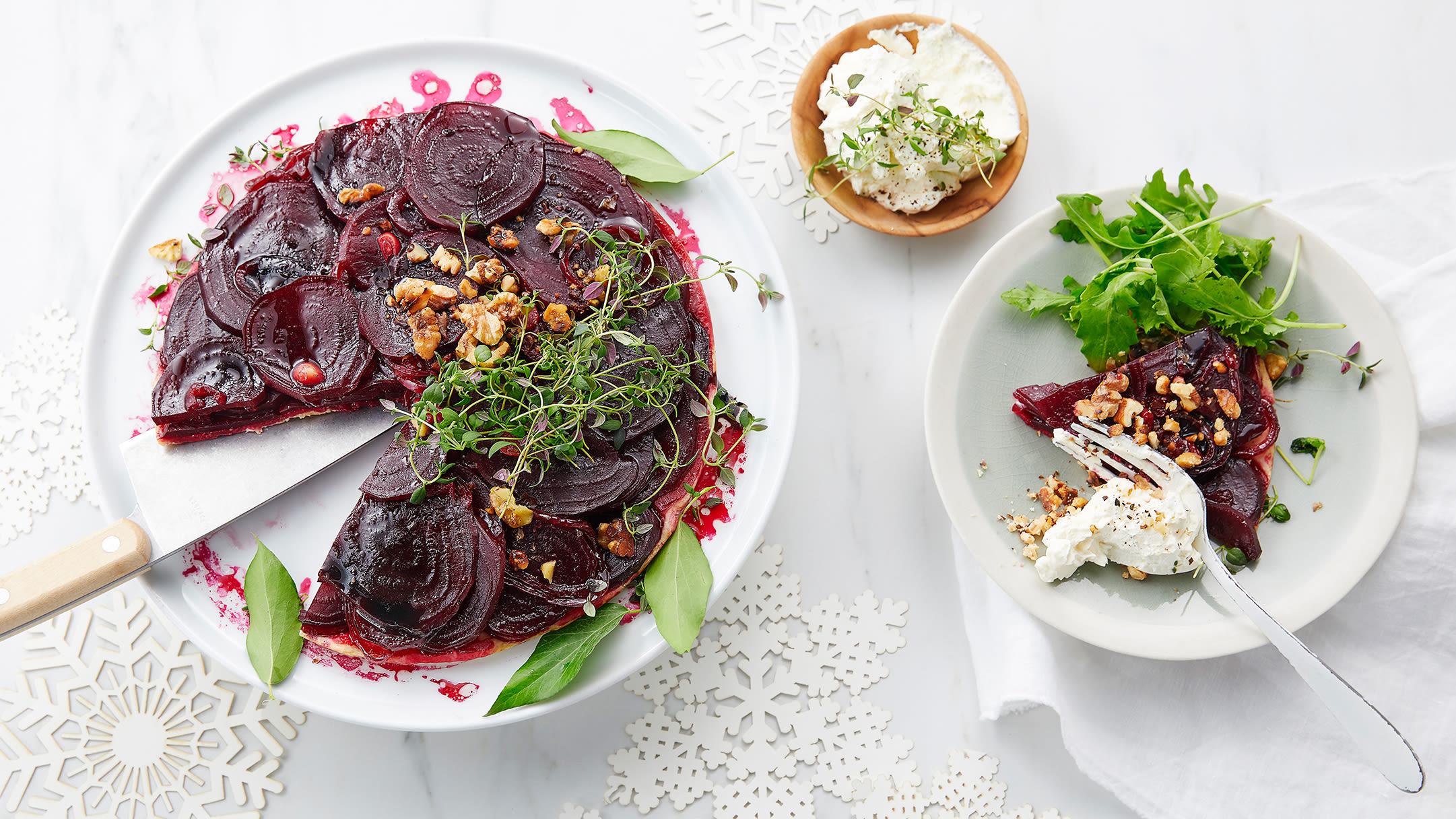 Rødbetpai Tarte Tartine med chevrekrem og valnøtter