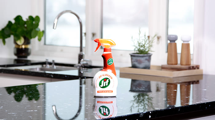 Med rengjøringsspray går vaskingen kjapt og enkelt.