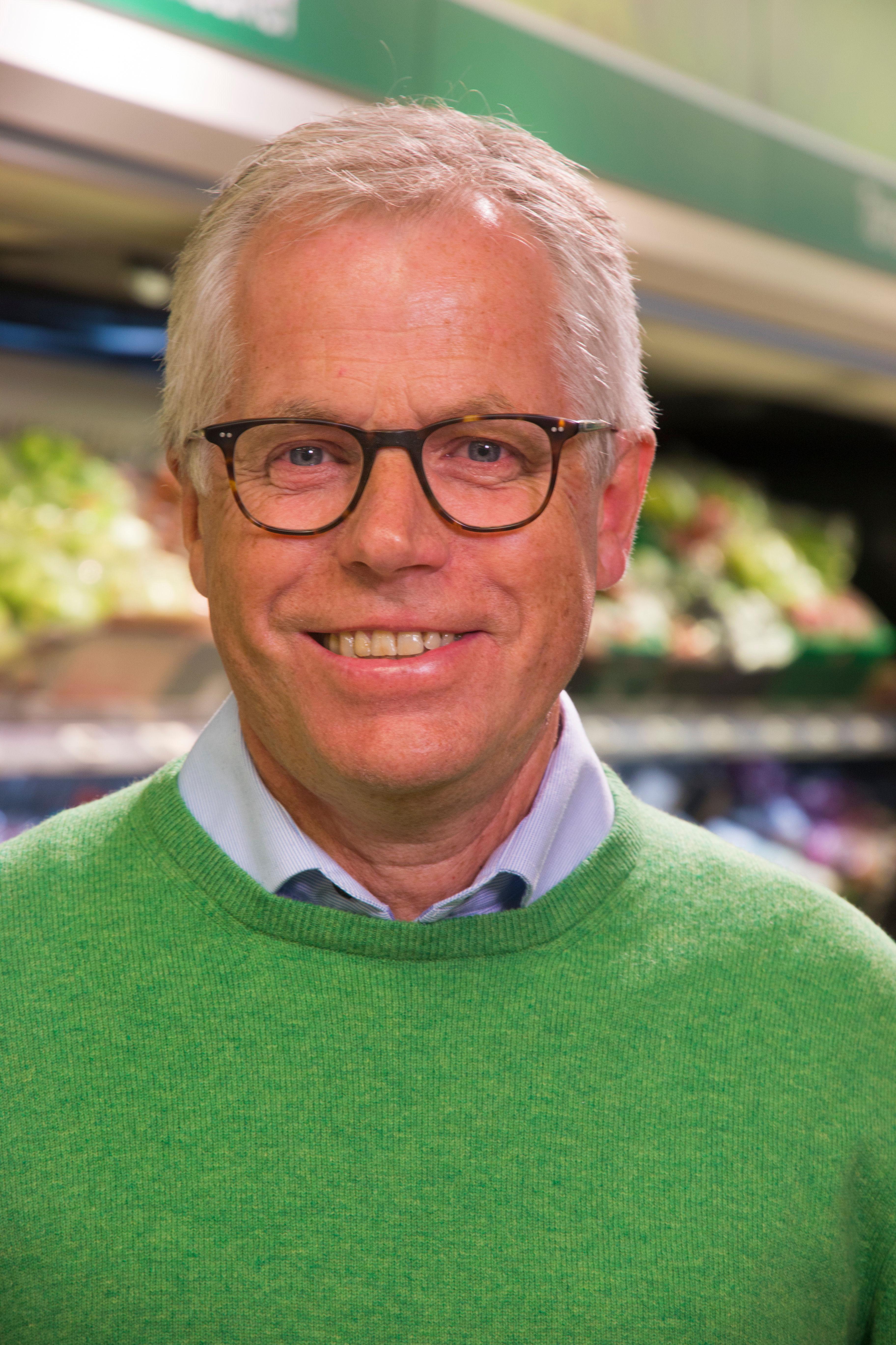 KIWI-sjef Jan Paul Bjørkøy går med bøsse i årets TV-aksjon, og samler inn penger til UNICEF.