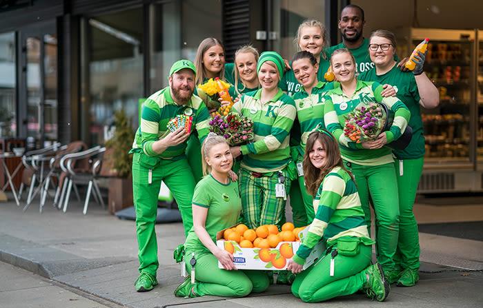Det er trivelig å være i byen når det er påske, synes denne gjengen fra KIWI Hegdehaugsveien i Oslo.