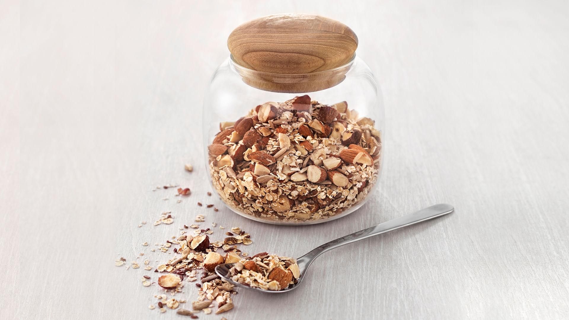 Litt hjemmelaget müsli eller granola er kanskje det som skal til for å få barna til å drikke skolemelken sin?