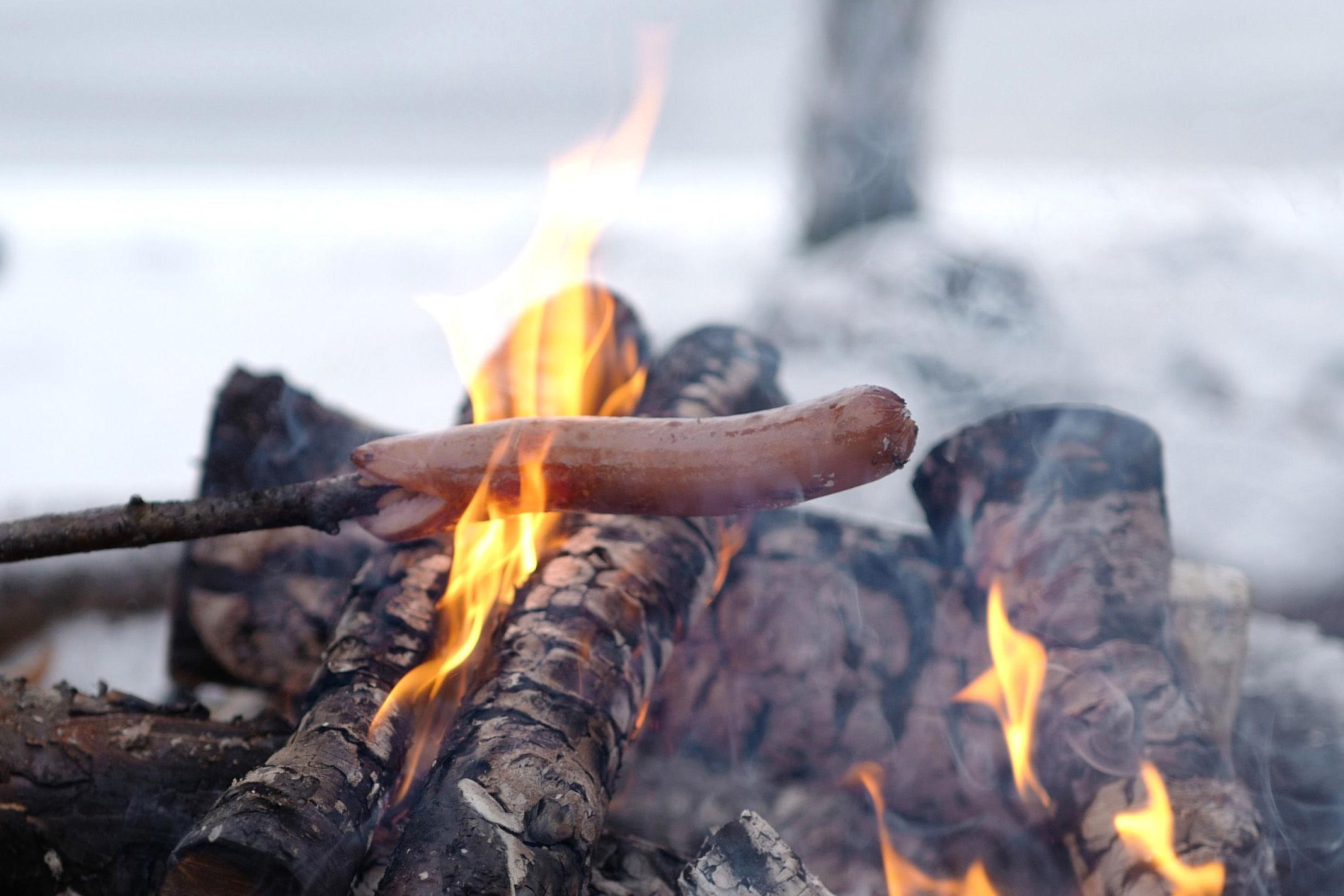 Grillet pølse er en sikker vinner på lunsjbålet.