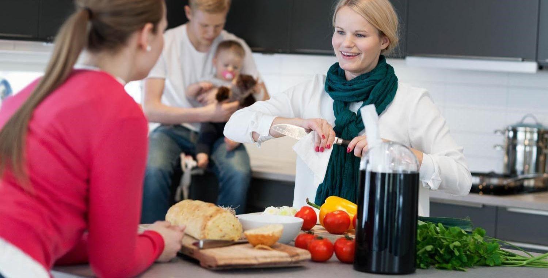 Bruker du et kjøkkenpapir som ikke loer, unngår du at det setter seg fast små biter av papir på maten eller flater du tørker over. Edet Torky er en av variantene du med fordel kan bruke også til å tørke av kjøtt og grønnsaker.