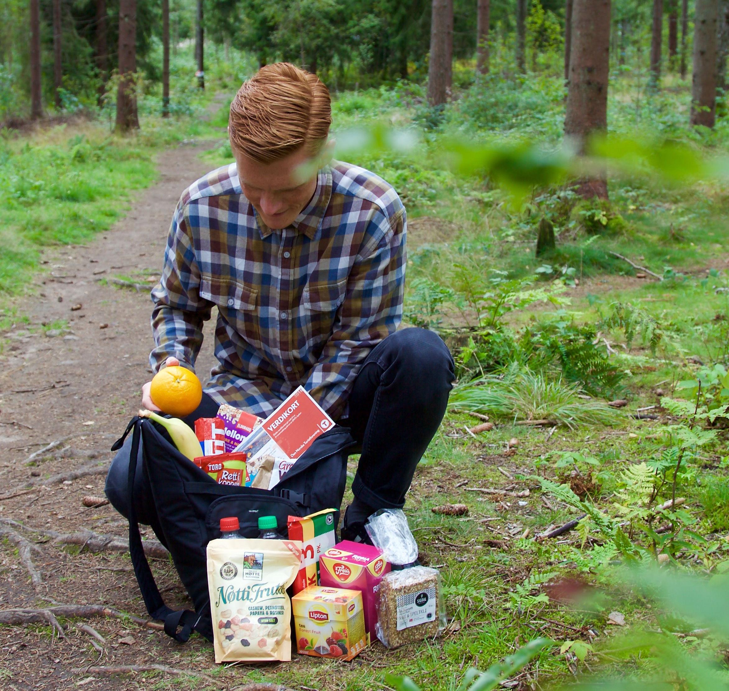 Kommer du deg ut på søndag og legger ut et bilde fra turen på Instagram med taggene #komdegut og #kiwi_minipris fyller vi en sekk full av turmat, snacks og gavekort på overnatting fra DNT!
