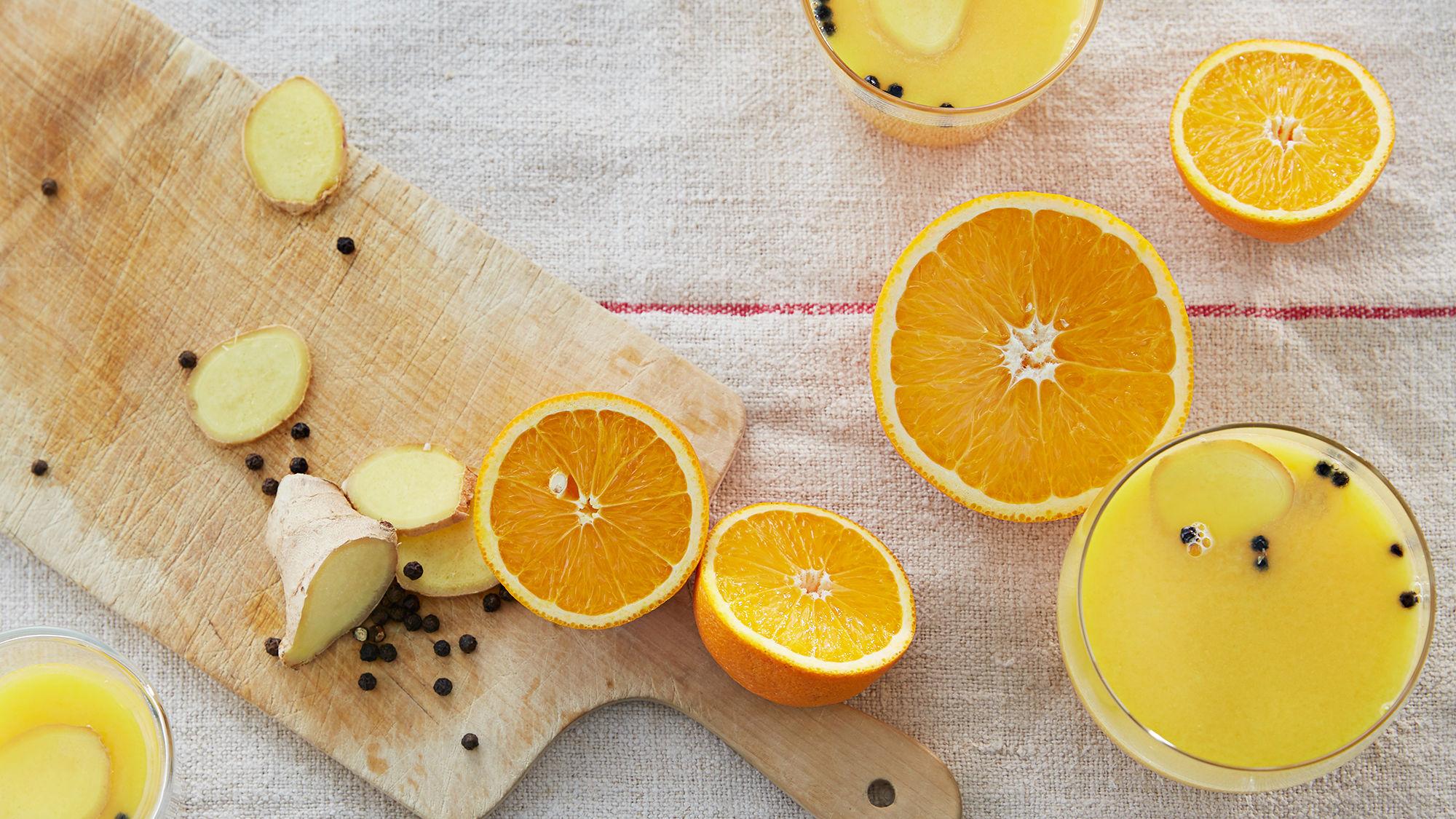 Varm appelsindrikk med ingefær.