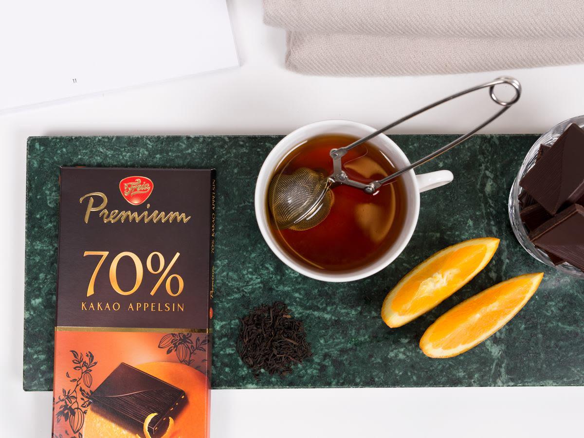 Hva med å prøve Freia Premium Mørk 70% med appelsin for en ekstra frisk smak på sjokoladen?