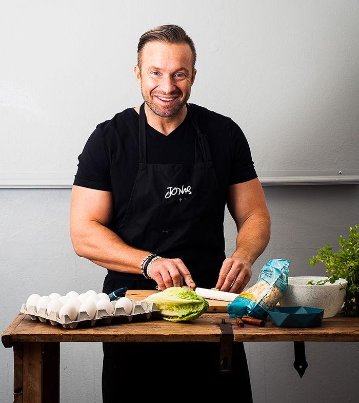 Jonas Lundgren ønsker å inspirere folk til å lage god og næringsrik mat fra bunnen av. Foto: Simon Bajada.