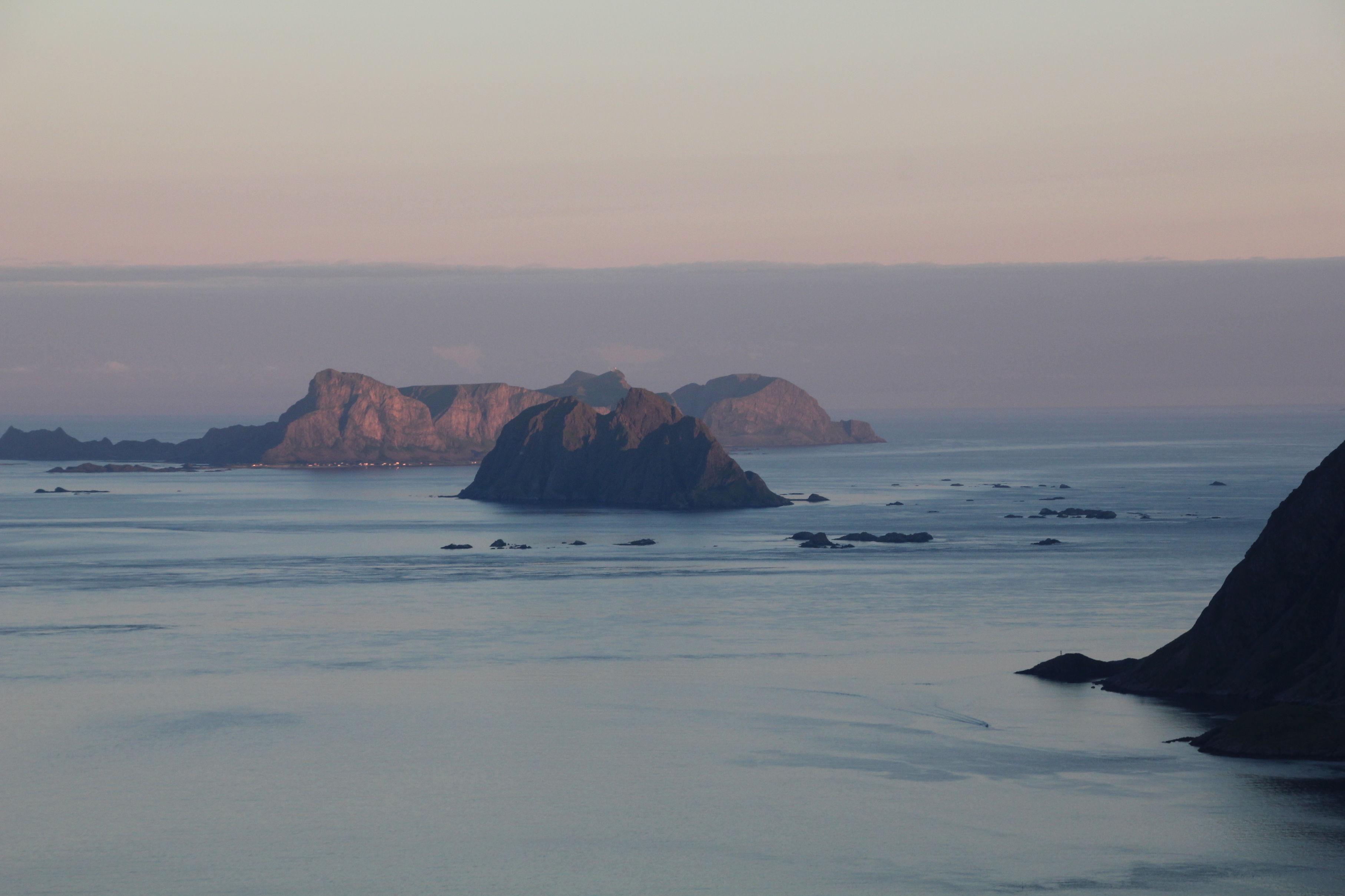 Moskenesodden, Moskenstraumen, Mosken og Værøy. Lofoten på sitt beste. Vi bader i magisk lys.