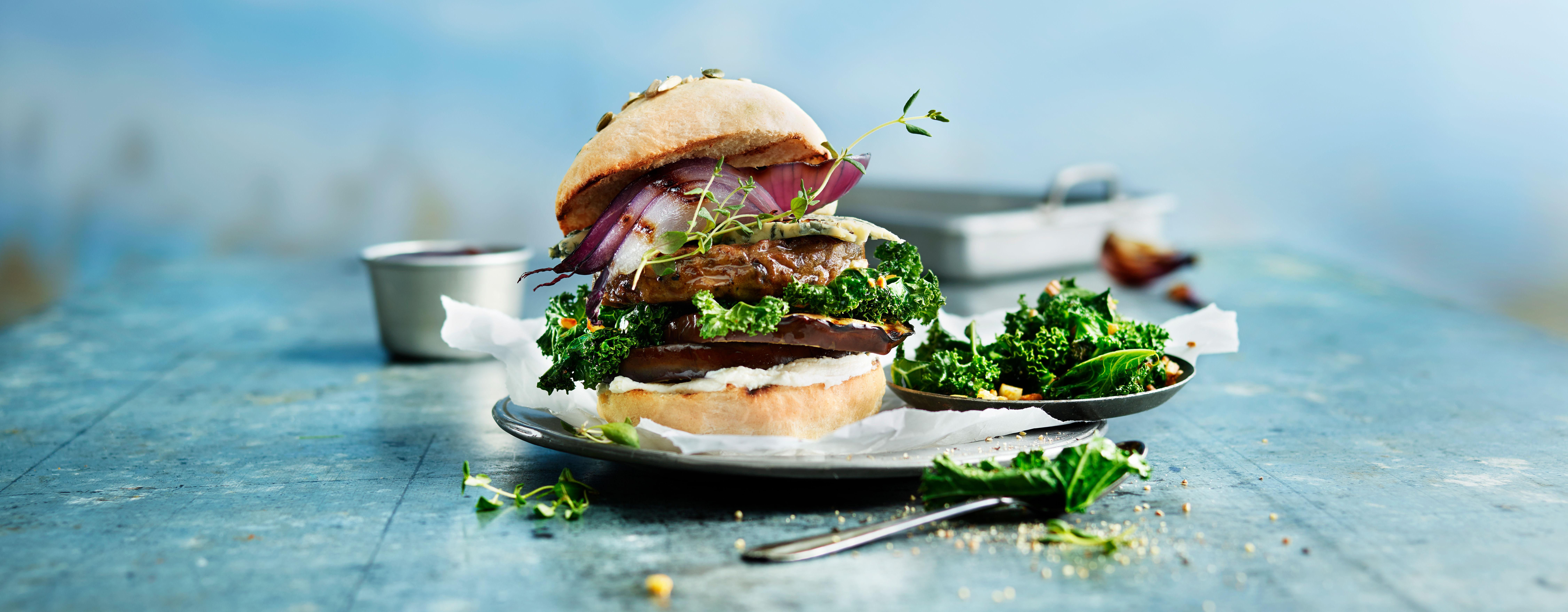 Våre vegetarburgere med sopp og timian smaker skikkelig godt sammen med en amerikansk BBQ-saus, blant annet.