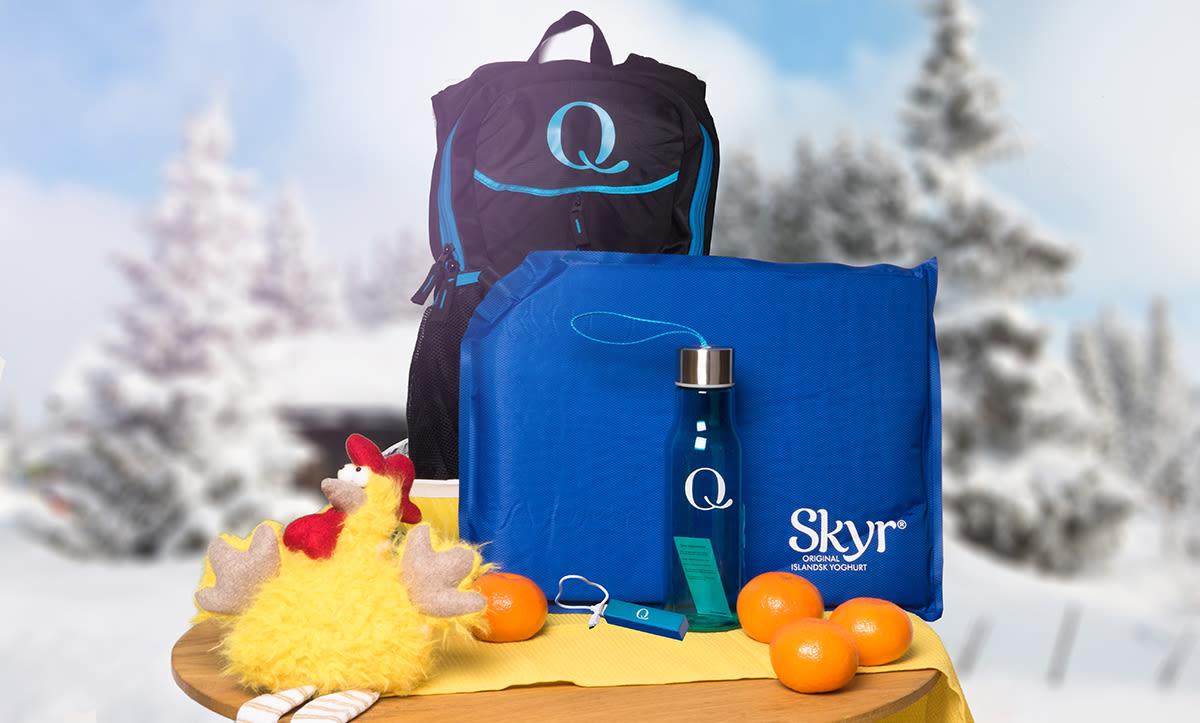 Premien består av sekk, sitteunderlag, drikkeflaske og nødlader til mobilen fra Q-Meieriene.