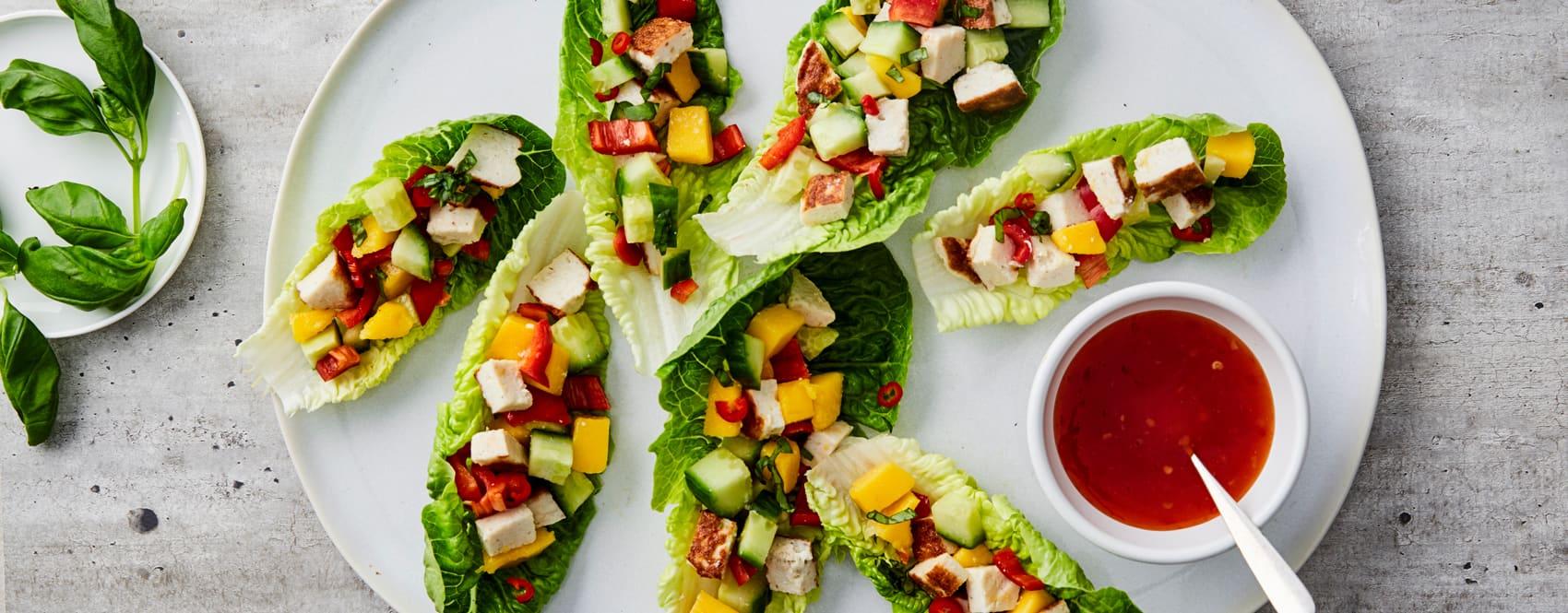 Bytt gjerne ut hjertesalaten med tacoskjell til barna.