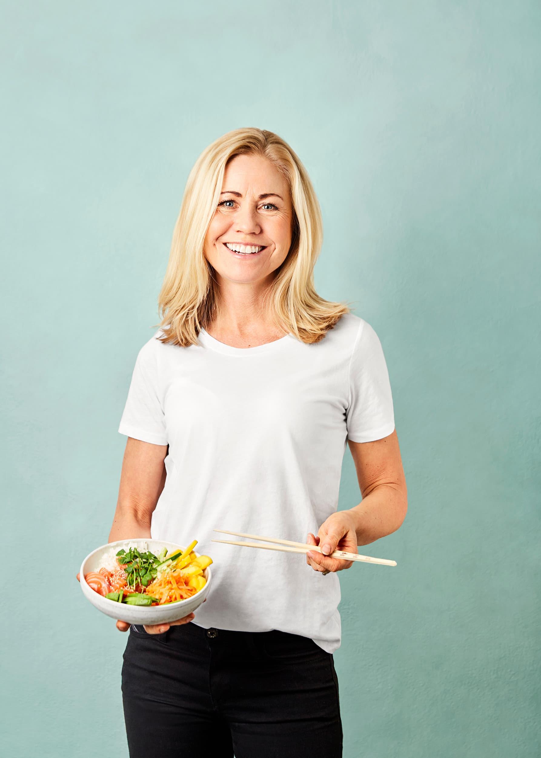 Klinisk ernæringsfysiolog Tine Sundfør mener det er smart å innføre faste fiskedager, slik at kroppen får jevnlig tilgang til fiskens helsegevinster.