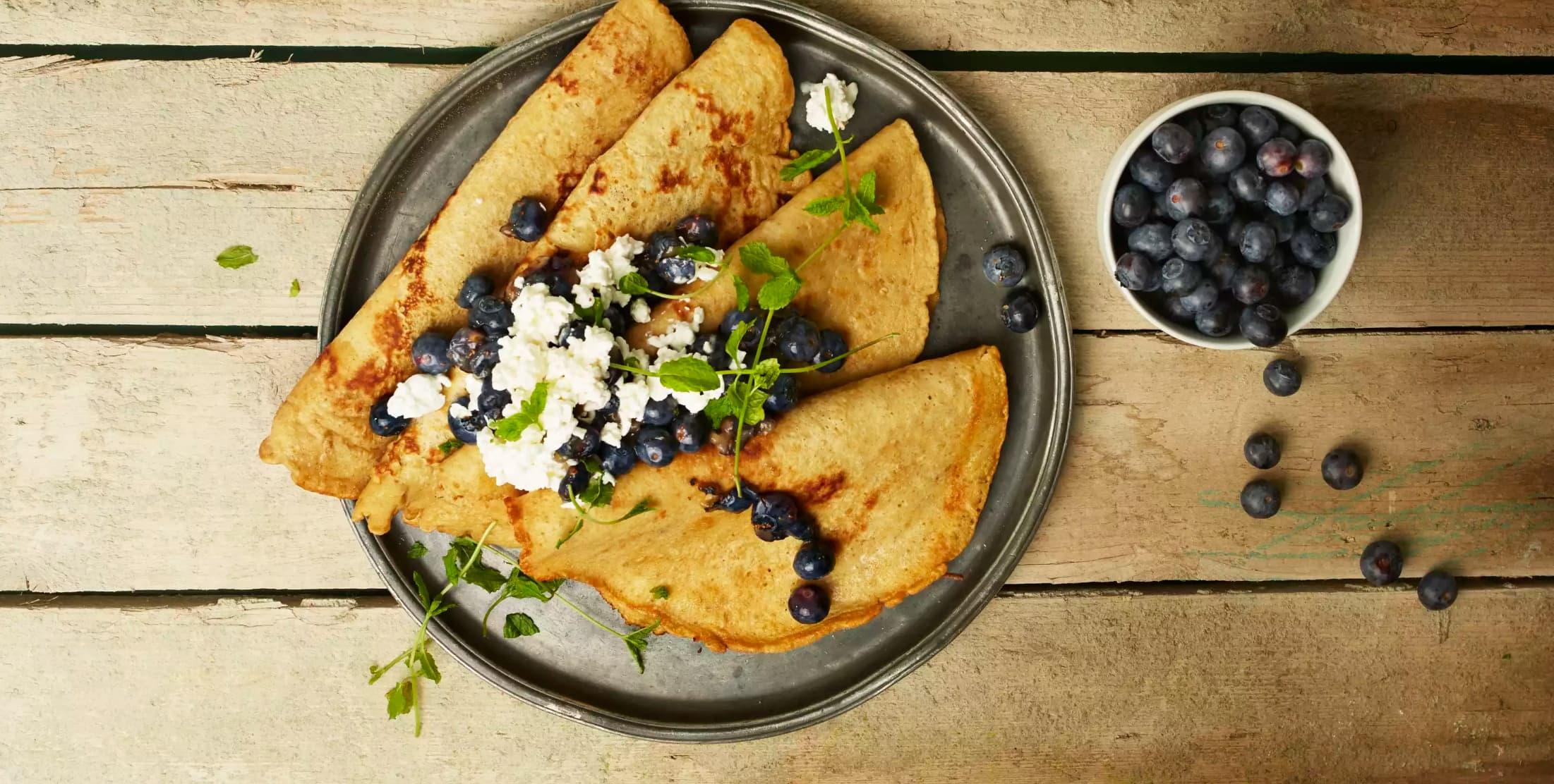 Pannekaker kan brukes til så mangt, og du kan variere både innhold i topping (nesten) i det uendelige.