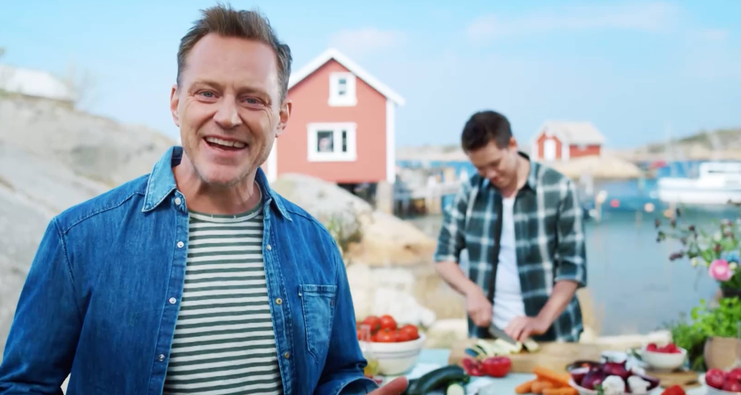 Heine Totland er musiker og matentusiast – og programleder i KIWIs kampanjefilmer i sommer.