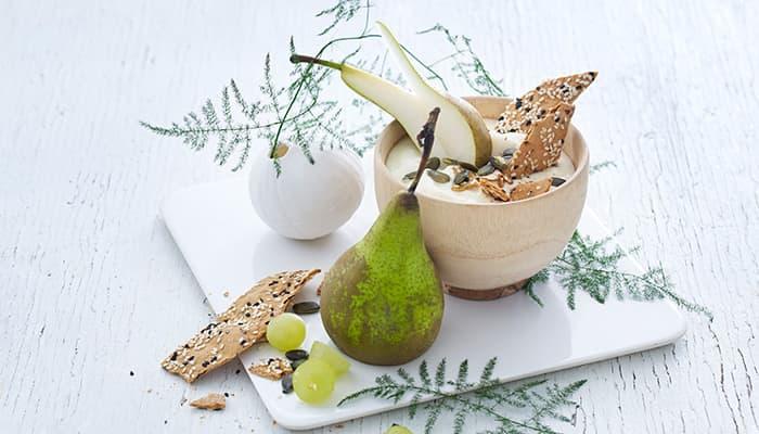 Yoplait Double 0% er et eksempel på en yoghurt som passer godt til både frokost og som mellommåltid. Den er fri for tilsatt sukker, fri for fett og med dobbel mengde friske bær og frukter.