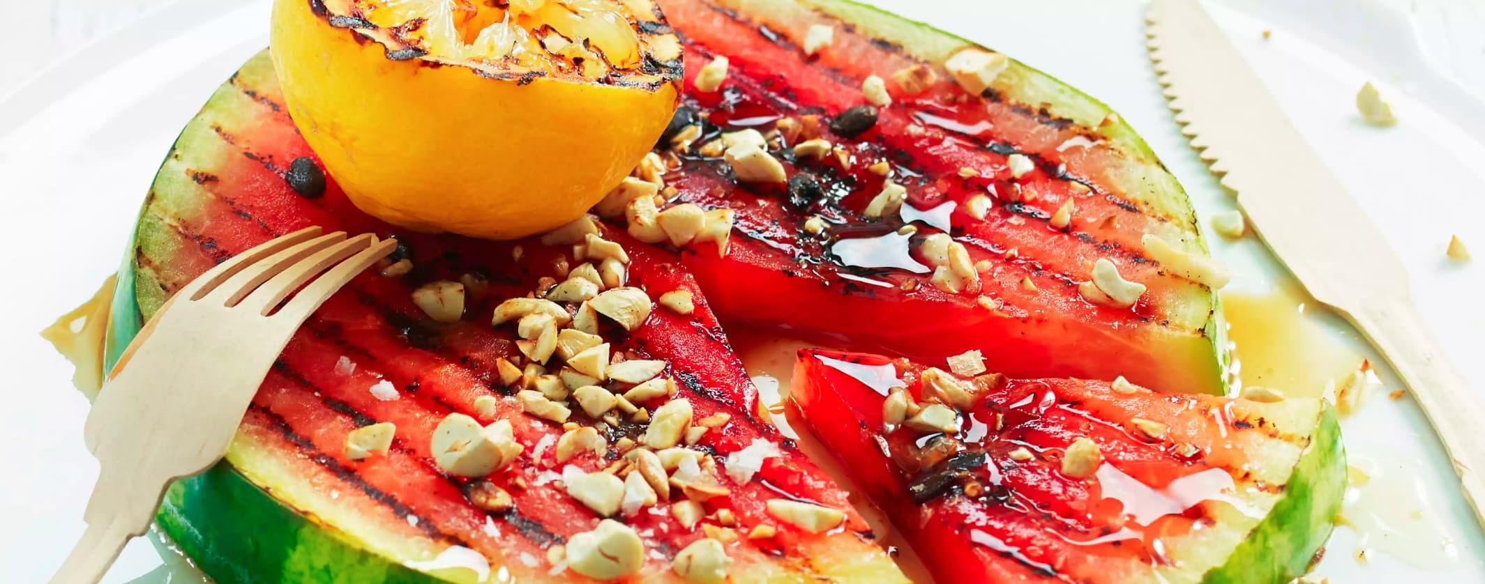 Grillet vannmelon passer både som tilbehør til oksekjøtt, som snacks, eller dessert for hele familien.