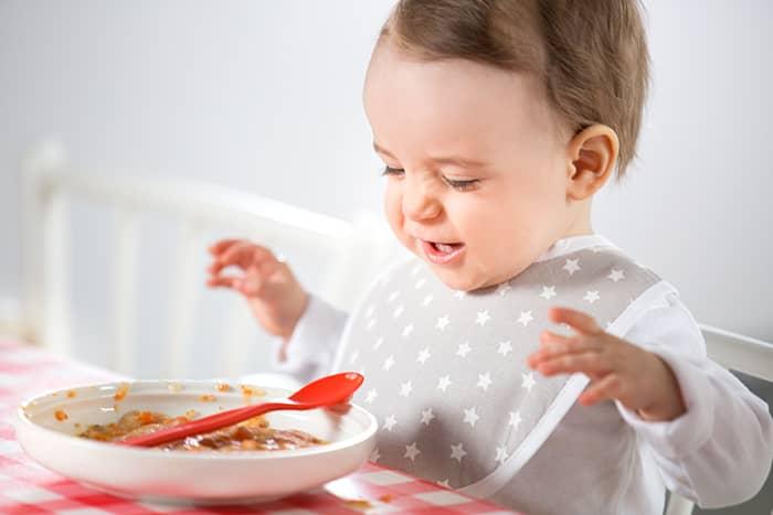 Barn kan fort velge å være kresne når det passer ekstra dårlig. Tar du med kjent mat, er sjansen større for at de liker noe av det de får servert.