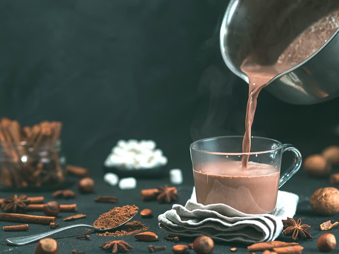 Ved å bruke Tine lettmelk 1,0 % eller lettmelk 0,5 % i kakaoen får lavere fettinnhold, men like god sjokoladesmak.