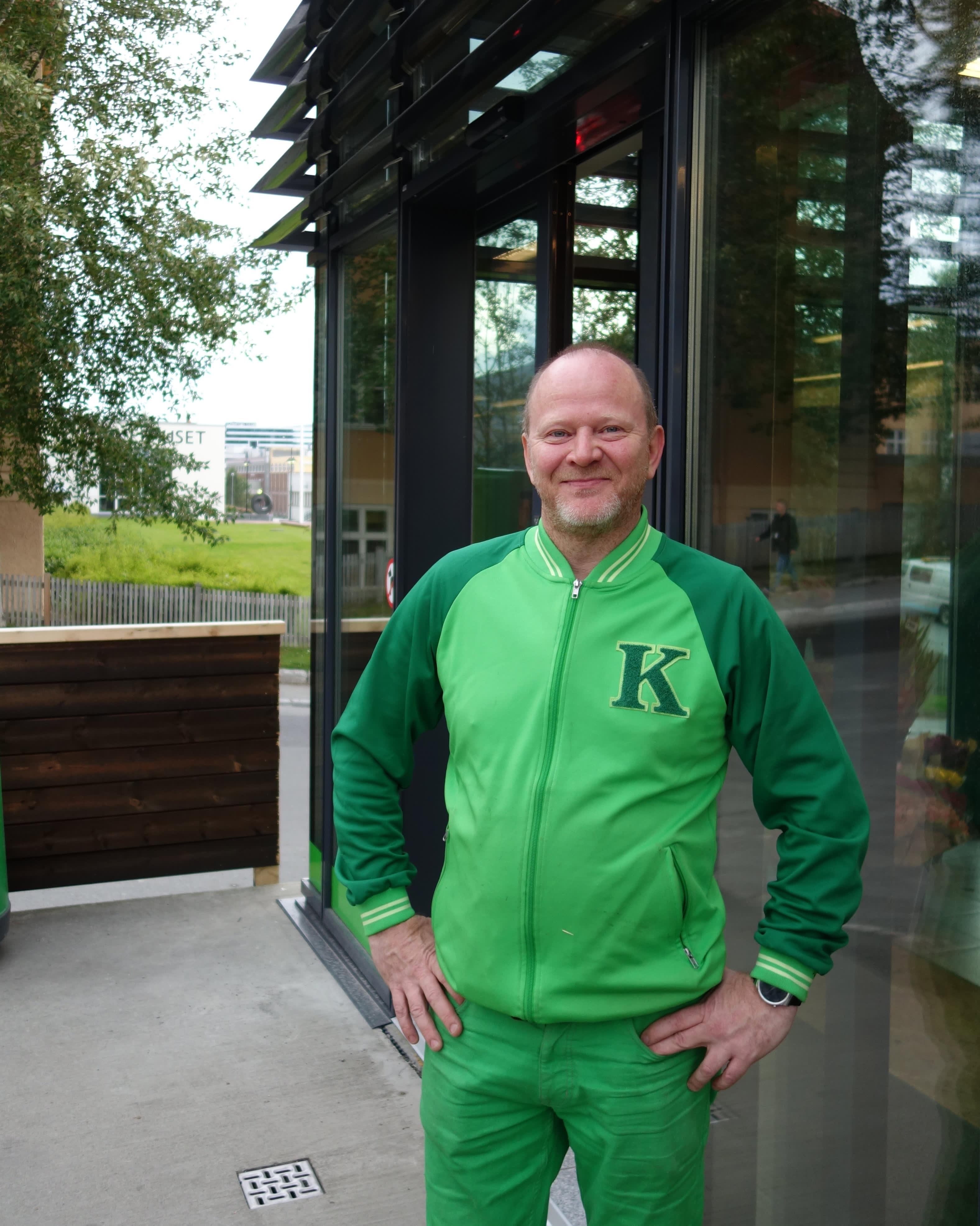 John Ove Kvalsvik er butikksjef i KIWI Balsfjordgata, og er storfornøyd med resultatet etter oppussingen av butikken.