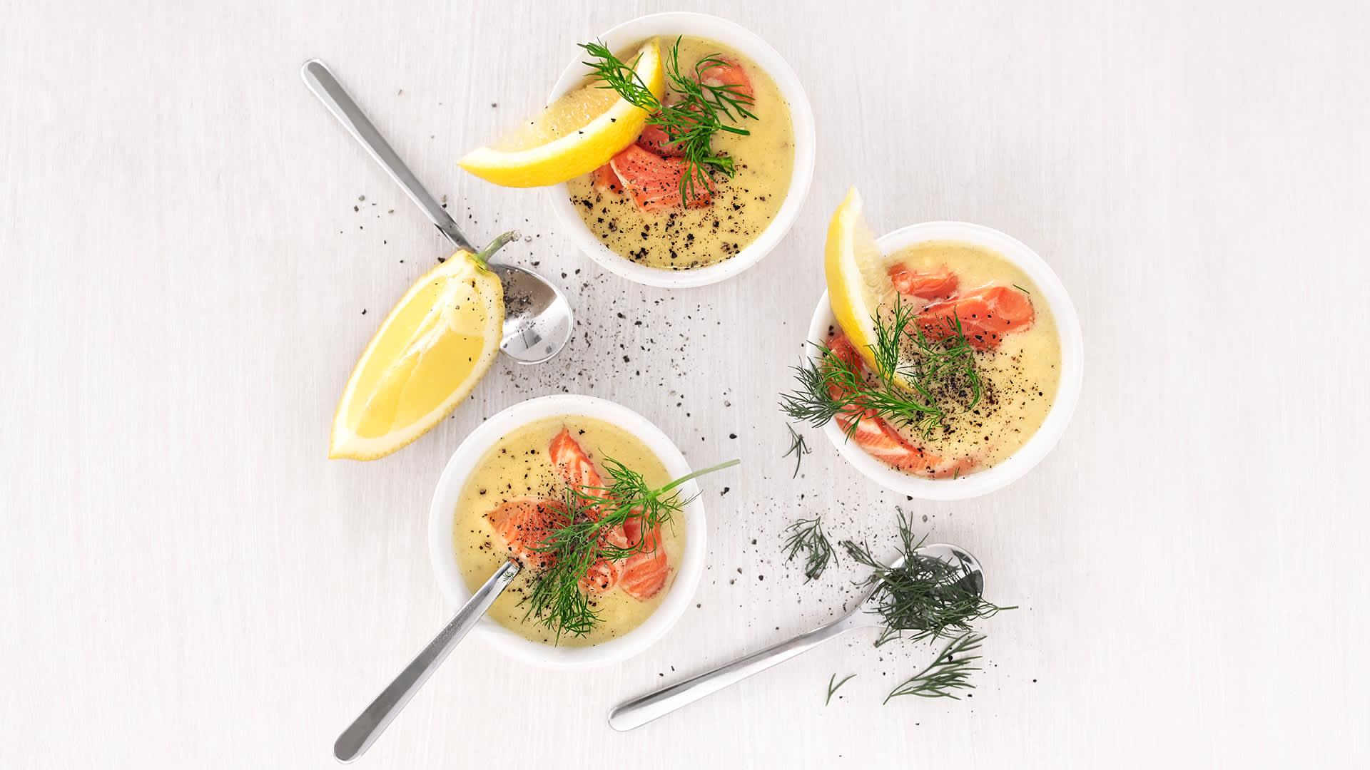 Blomkålsuppe med ørret og dill.
