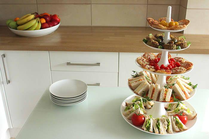 Hva med å invitere venninnegjengen eller familien på te-lunsj neste gang deres skal samles?