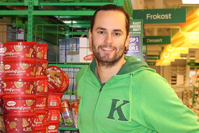 Butikksjef Michael Gusevik på KIWI Auli forteller at julehandelen virkelig er i gang fra uke 49.