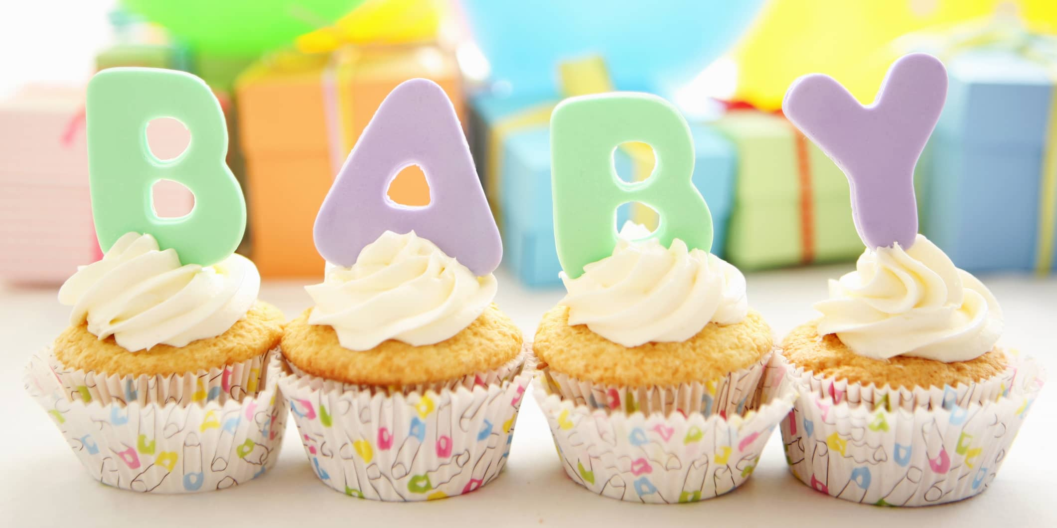 Cupcakes hører hjemme på en babyshower, og kan enkelt gjøres litt sunnere.
