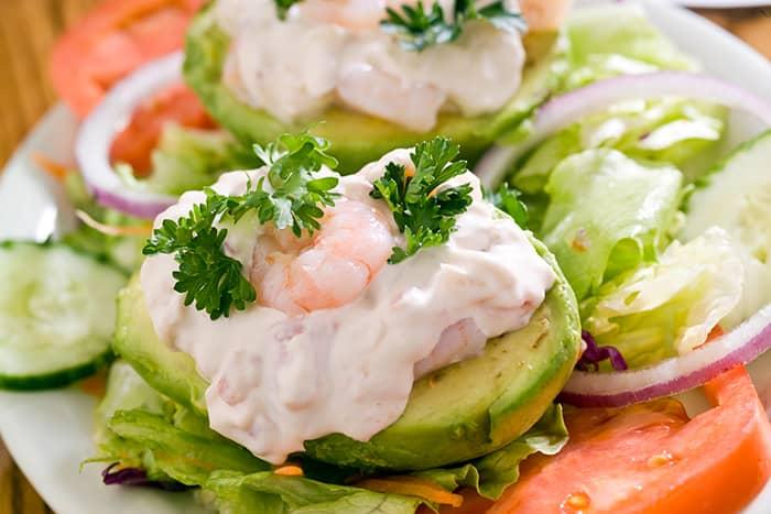 En rekesalat smaker godt både på grovbrød og i en avokadosalat.