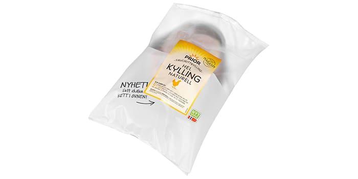Hel kylling naturell fra Prio er produsert uten narasin i fôret. Kyllingen leveres i en praktisk skål som kan settes rett inn i ovnen.