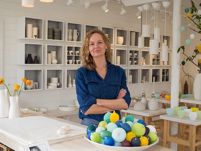 Cecilie Haaland er en fotograf og keramiker som holder til i Engelskmannsbrygga.