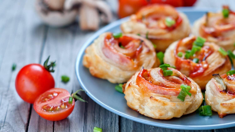 Grove pizzasnurrer er perfekt turmat for både store og små. Lag gjerne en ekstra stor porsjon og frys ned, så har du mange deilige turmåltider.