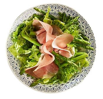 Grønn salat med Stranda Fjellbris.