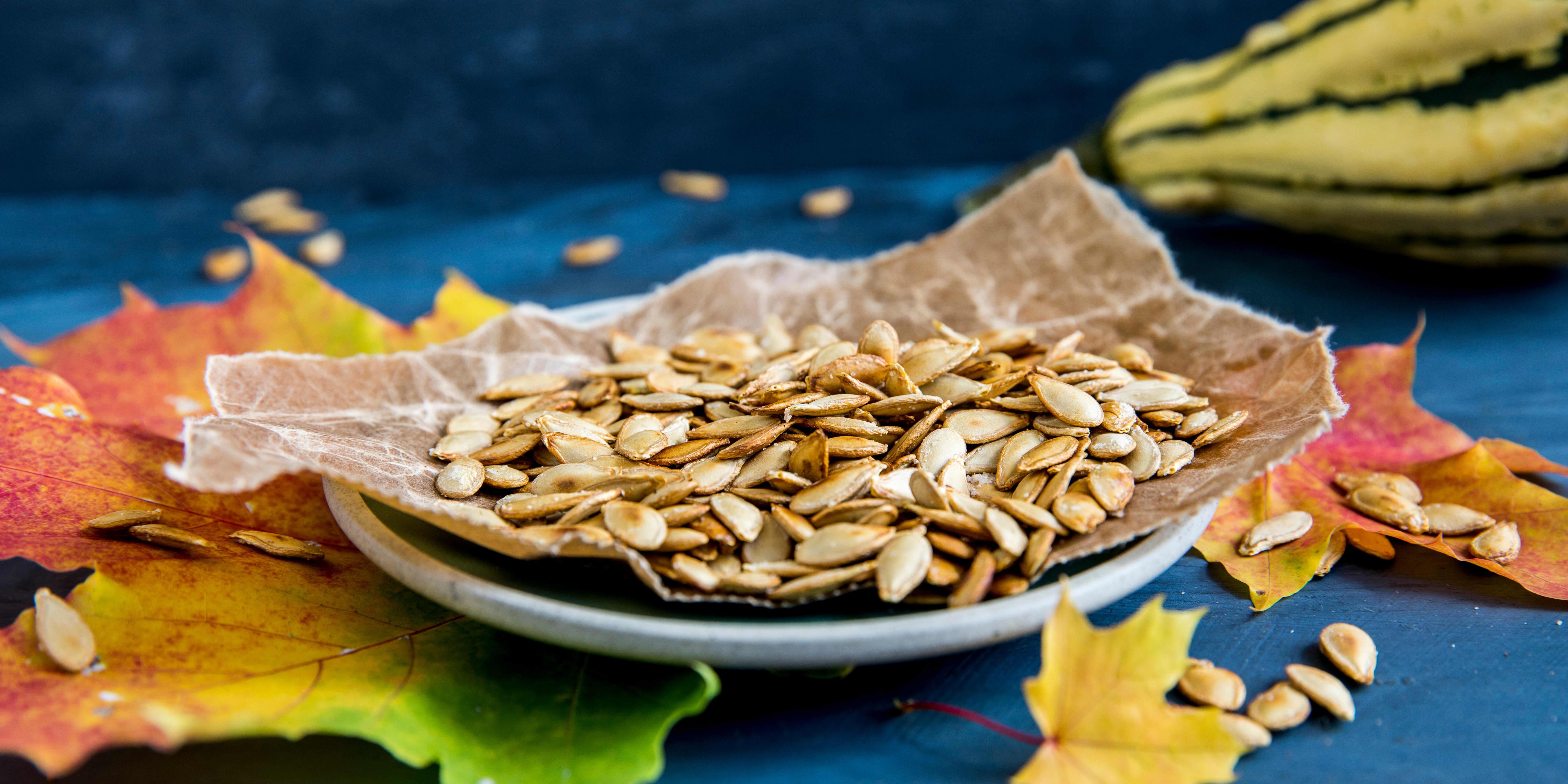 SNACKS: Ristede gresskarkjerner egner seg til alt fra snacks til salattopping.